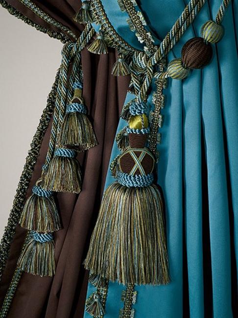 1bd9c02cc0b6 Аналогичный эффект создаст использование в декоре штор элементов из ткани  грубой фактуры. Например, шёлковые шторы сливочного цвета можно контрастно  ...